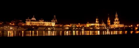 Altstadt Dresden vom Elbufer