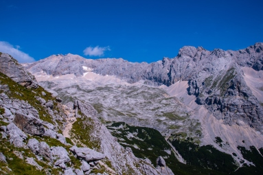 Weg zur Knorrhütte, Blick auf Zugspitze