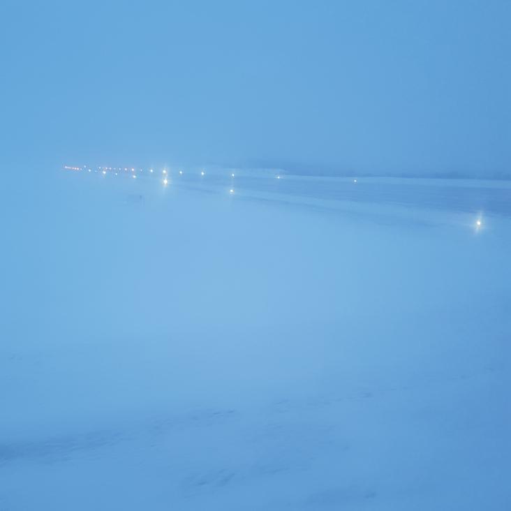 Schneesturm am Flughafen