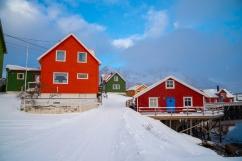 Farbenfrohe Häuser des Fischerdorfes