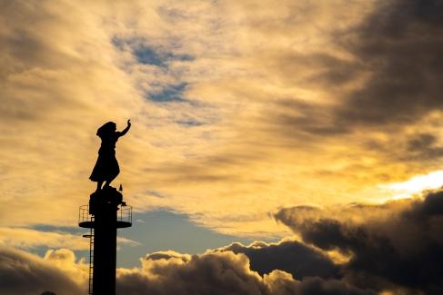 Hafen Svolvær - Statue winkende Fischerfrau