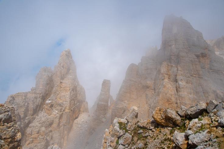 Torre di Pisa in den Wolken